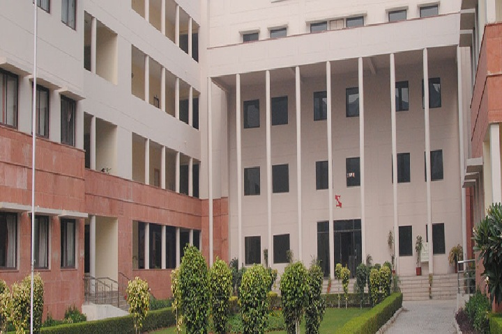 https://cache.careers360.mobi/media/colleges/social-media/media-gallery/6477/2018/12/4/Campus View of Symbiosis Law School Noida_Campus-View.jpg